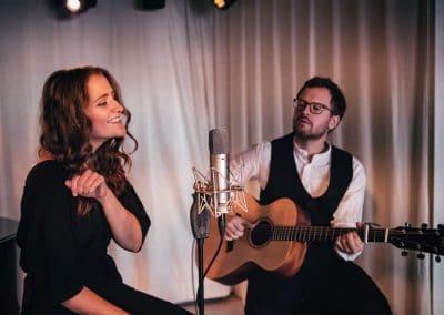 Hochzeitssängerin Elin Bell Live Duo mit Gitarre