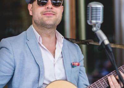 Hochzeitssänger München Sebastian Schwarzbach Live mit Gitarre