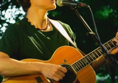 Hochzeitssänger Osnabrück Gabriel Zanetti mit Gitarre